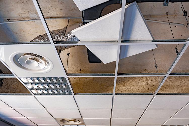 Installatie ventilatiesysteem op scholen